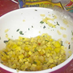 Low-Calorie Recipes: Spicy Mango Salsa
