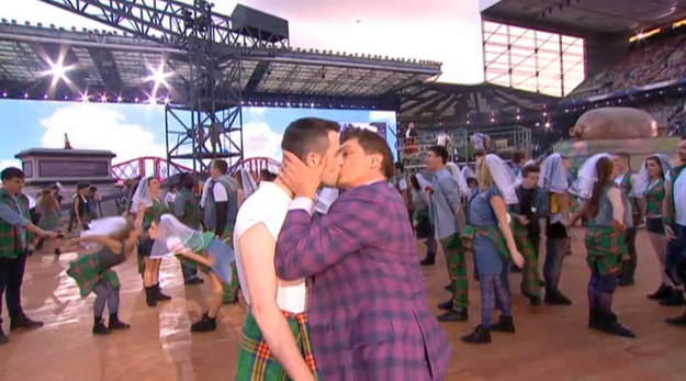John Barrowman Just Kissed A Man During The Commonwealth Games Opening Ceremony And It Was Wonderful