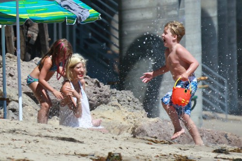 Tori Spelling & Family: Fun In The Sun