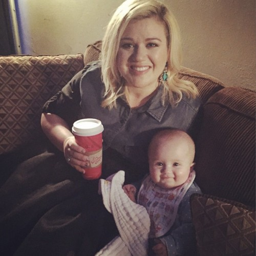 Kelly Clarkson Shares New Photo of River Rose