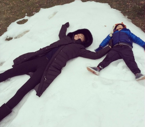 Miranda Kerr and Three-Year-old-Son ,Flynn Bloom, Play In the Snow